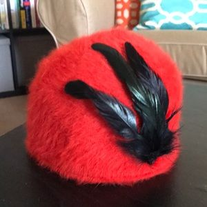 Super Chic H&M Red Angora Hat w Faux Black Feather